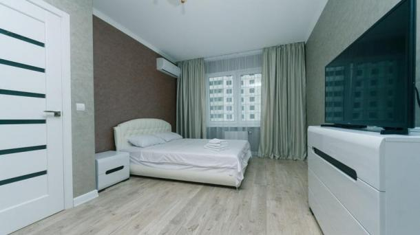 1-Zimmer. Wohnung Poznyaki Rusovoy 3A