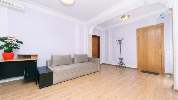 Rent hourly 2 bedrooms. Pozniaky apartment